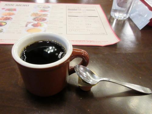 セットのコーヒーで寛いで
