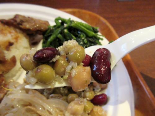 豆とキヌアとバジルのサラダ