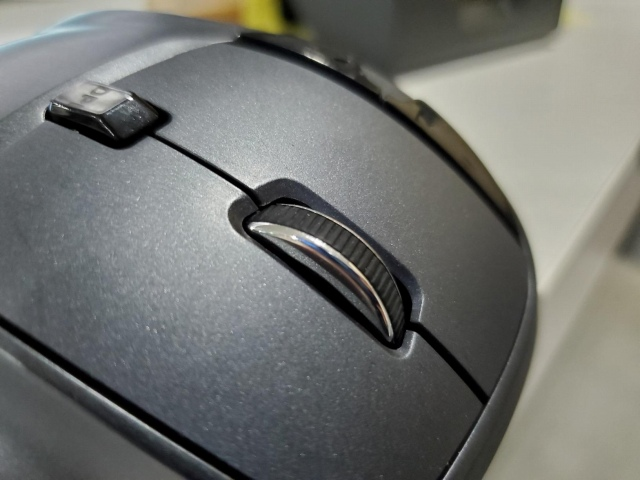 AmazonBasics_Wireless_Trackball_Mouse_12.jpg