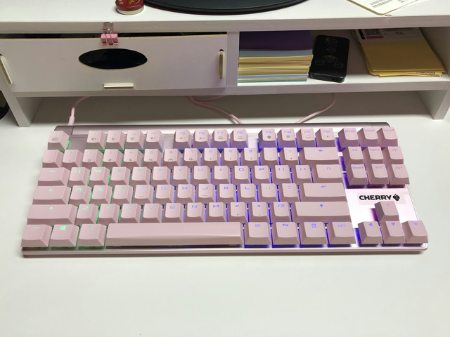 CHERRY_MX_BOARD8_RGB_Pink_01.jpg