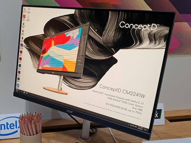 ConceptD_CM2241W_03.jpg