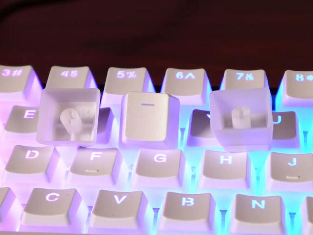 HyperX_Double_Shot_PBT_Keycaps_White_03.jpg