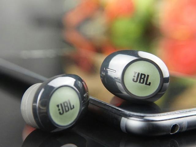 JBL_TUNE_120TWS_10.jpg