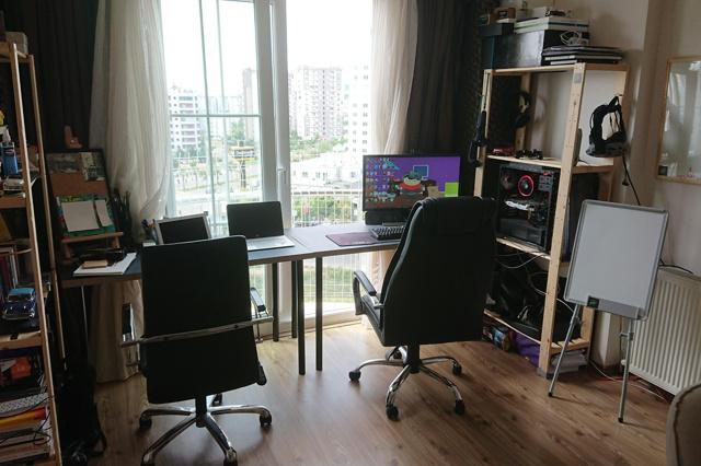 PC_Desk_159_02.jpg