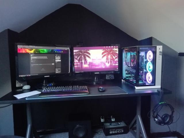 PC_Desk_159_16.jpg