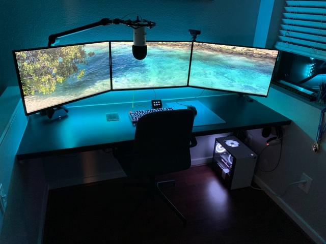 PC_Desk_160_01.jpg