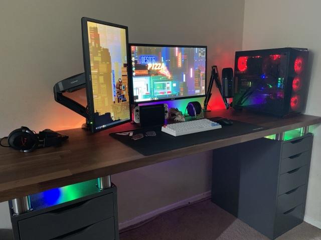 PC_Desk_160_49.jpg