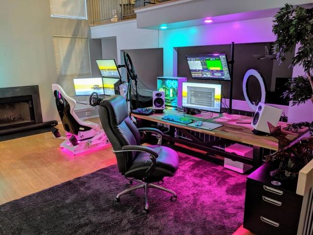 PC_Desk_161_01.jpg