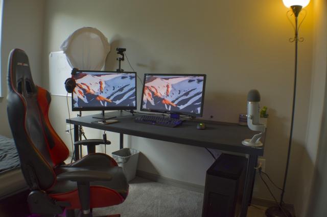 PC_Desk_161_02.jpg