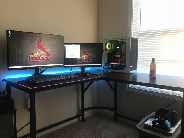 PC_Desk_161_03.jpg