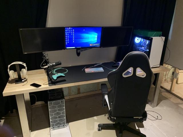 PC_Desk_161_08.jpg