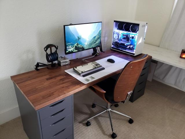 PC_Desk_161_09.jpg