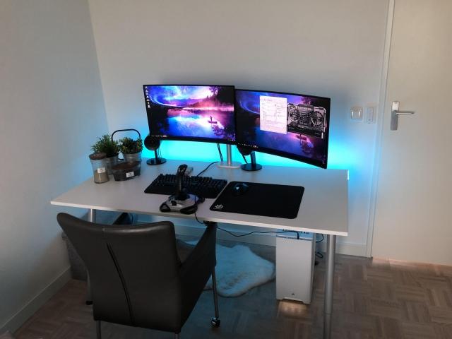 PC_Desk_161_12.jpg
