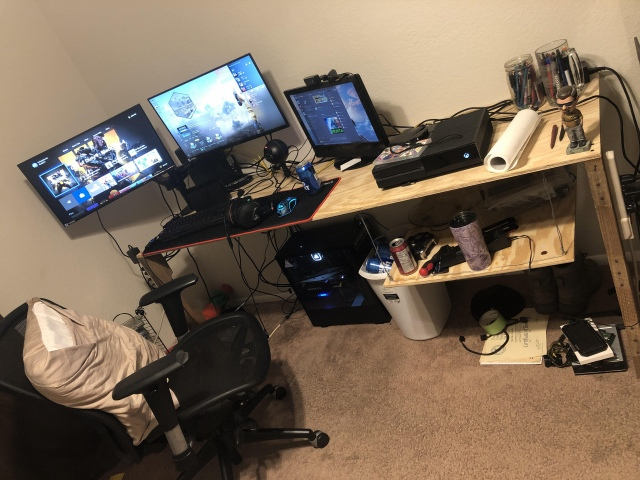 PC_Desk_161_25.jpg