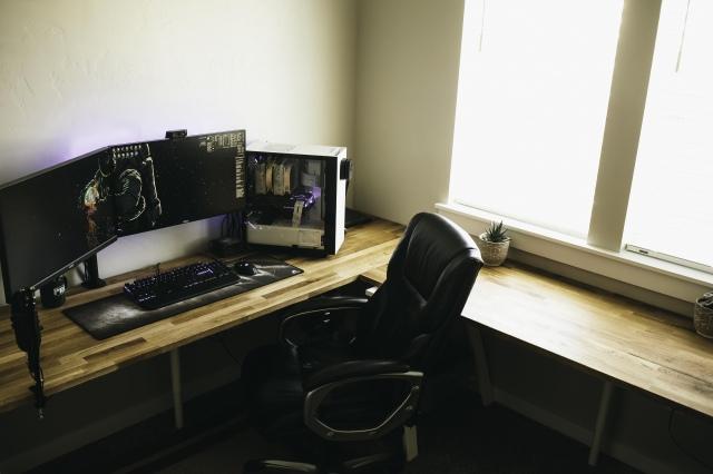 PC_Desk_161_34.jpg