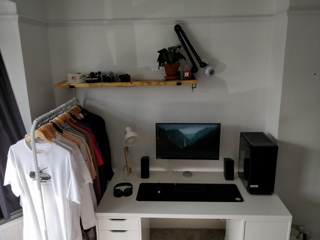 PC_Desk_161_35.jpg