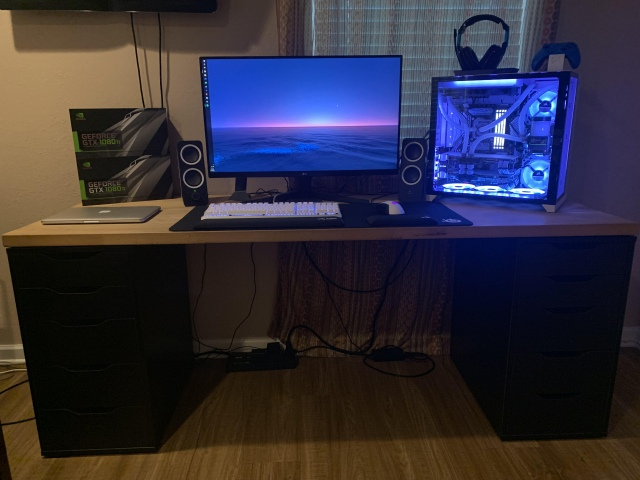 PC_Desk_161_37.jpg
