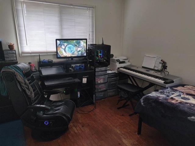 PC_Desk_161_48.jpg
