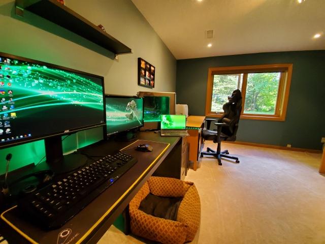 PC_Desk_161_57.jpg