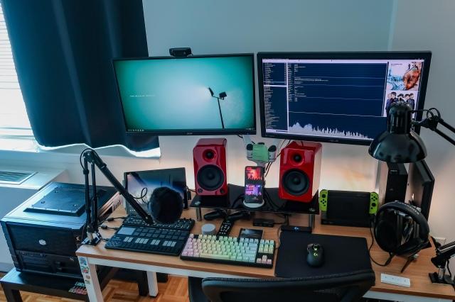 PC_Desk_161_81.jpg