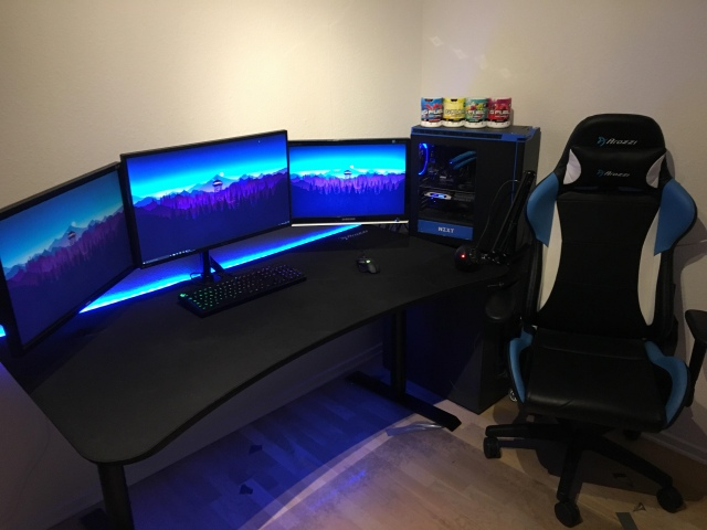 PC_Desk_161_97.jpg