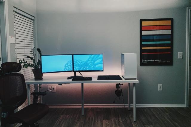 PC_Desk_162_05.jpg