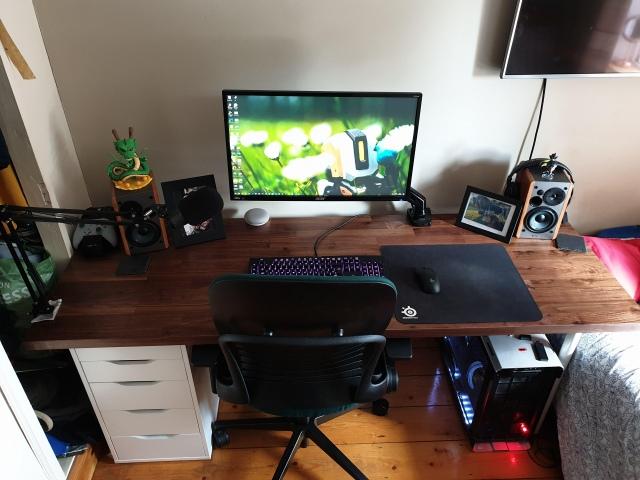 PC_Desk_162_08.jpg
