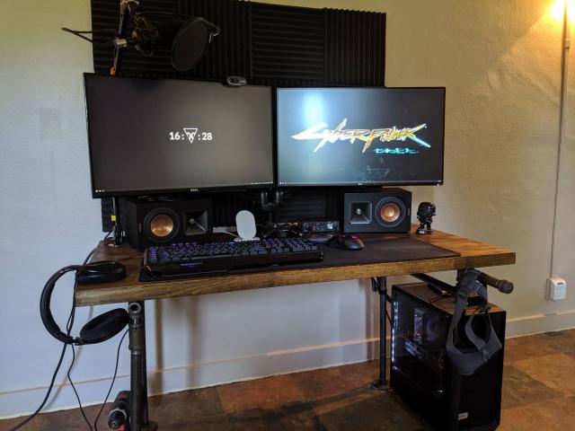 PC_Desk_162_10.jpg