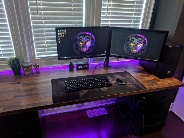 PC_Desk_162_13.jpg