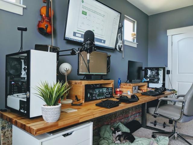 PC_Desk_162_49.jpg