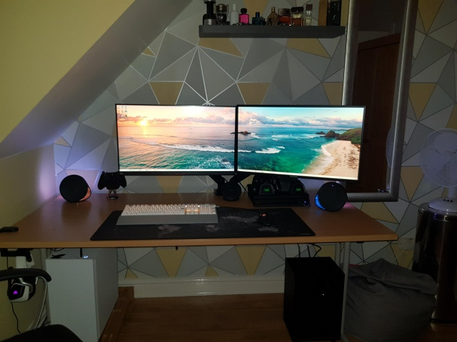 PC_Desk_162_57.jpg