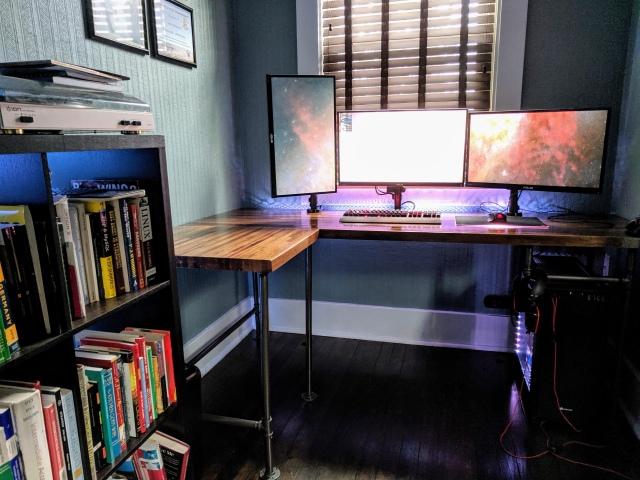 PC_Desk_163_11.jpg