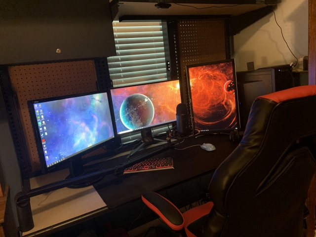 PC_Desk_163_30.jpg