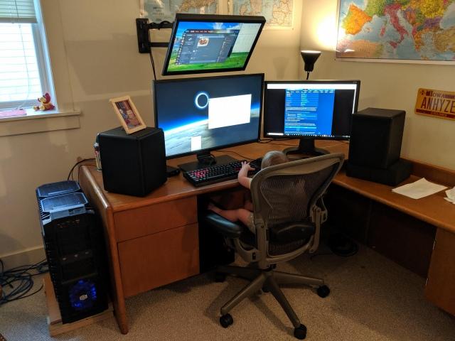 PC_Desk_164_22.jpg