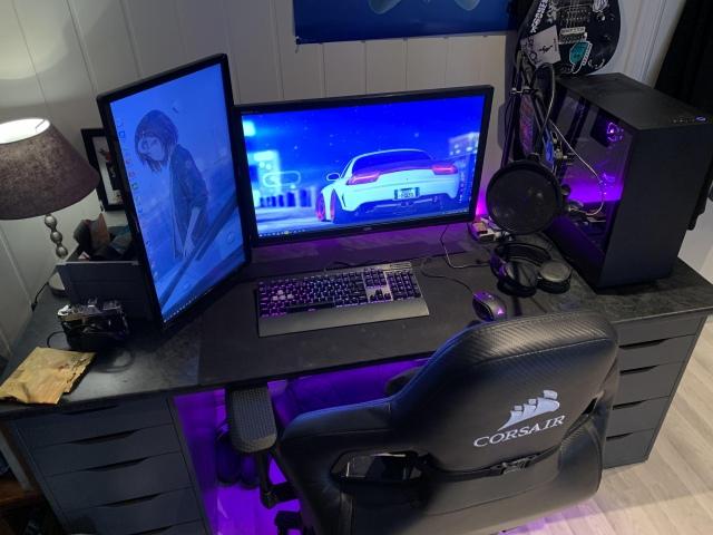PC_Desk_164_27.jpg