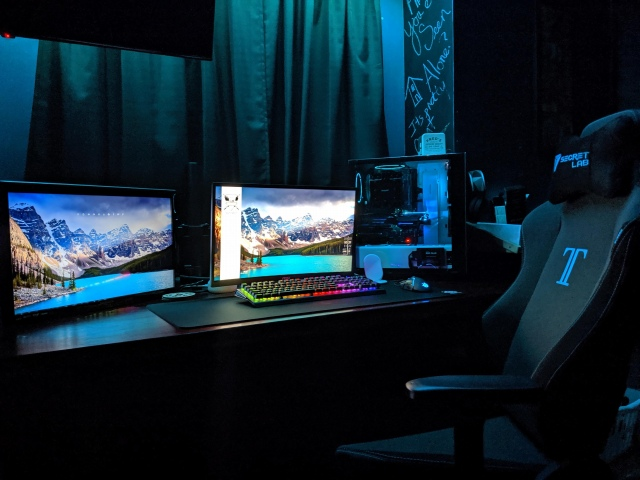 PC_Desk_164_29.jpg