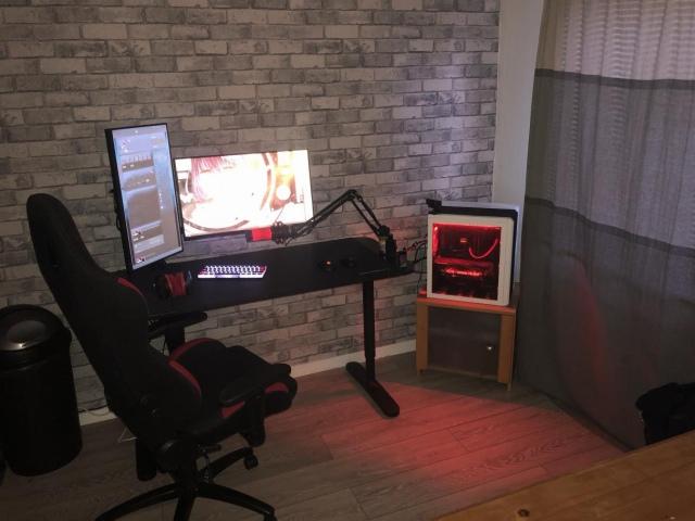 PC_Desk_164_52.jpg