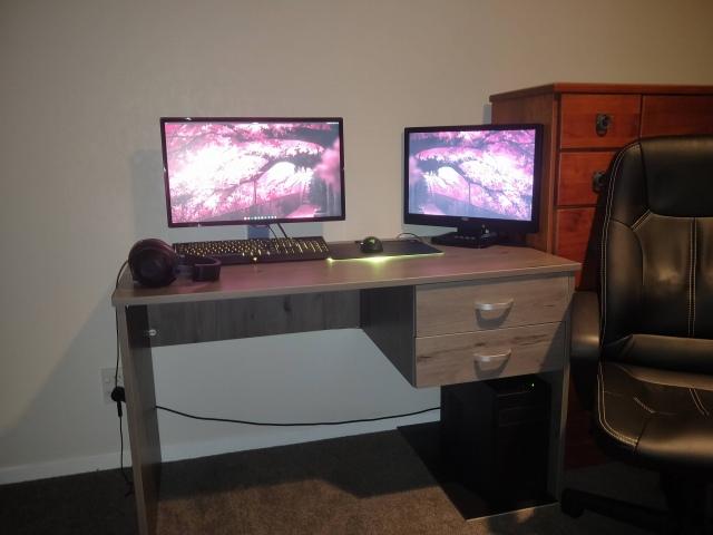 PC_Desk_164_56.jpg