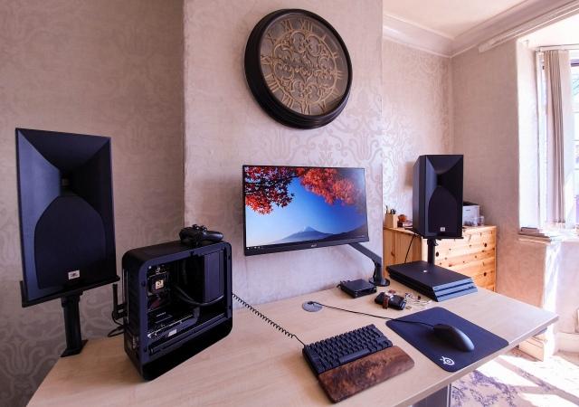 PC_Desk_165_06.jpg