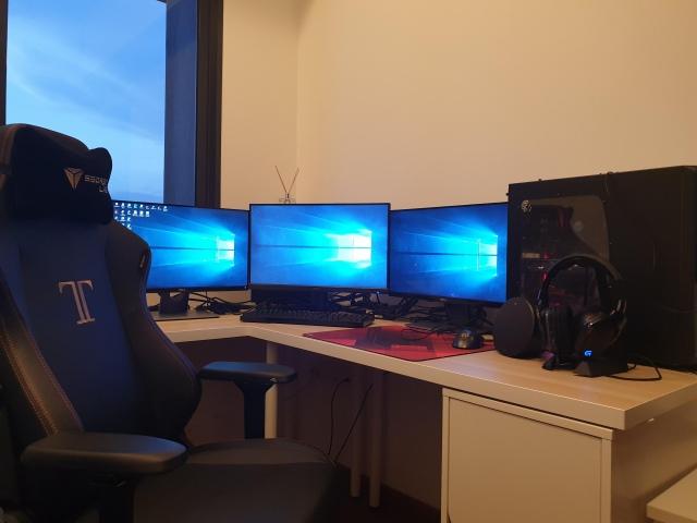 PC_Desk_165_09.jpg