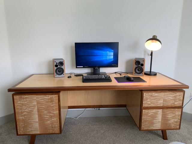 PC_Desk_165_39.jpg