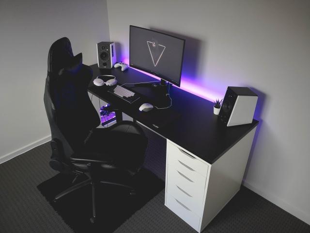 PC_Desk_165_40.jpg