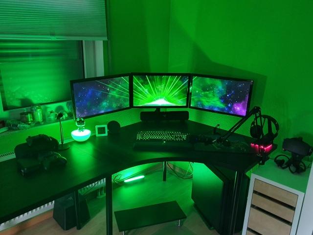 PC_Desk_165_62.jpg