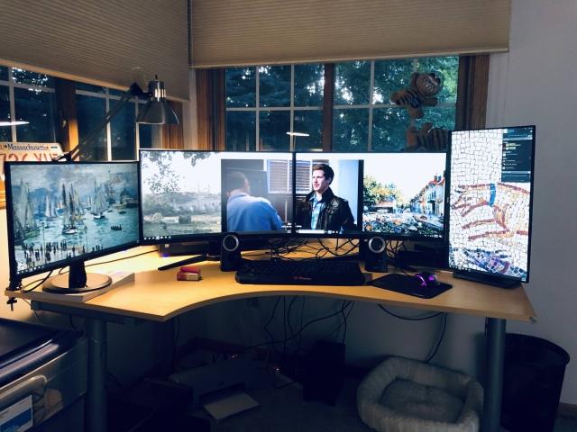 PC_Desk_165_77.jpg