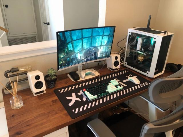 PC_Desk_165_82.jpg