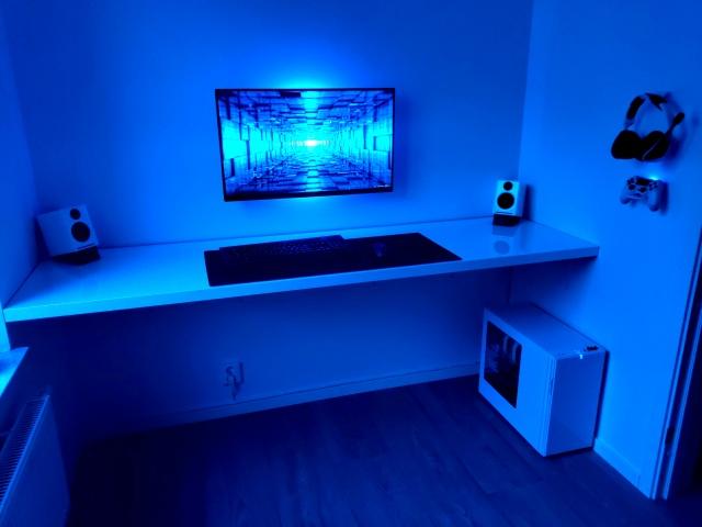 PC_Desk_165_83.jpg