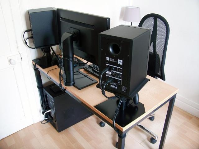 PC_Desk_166_08.jpg