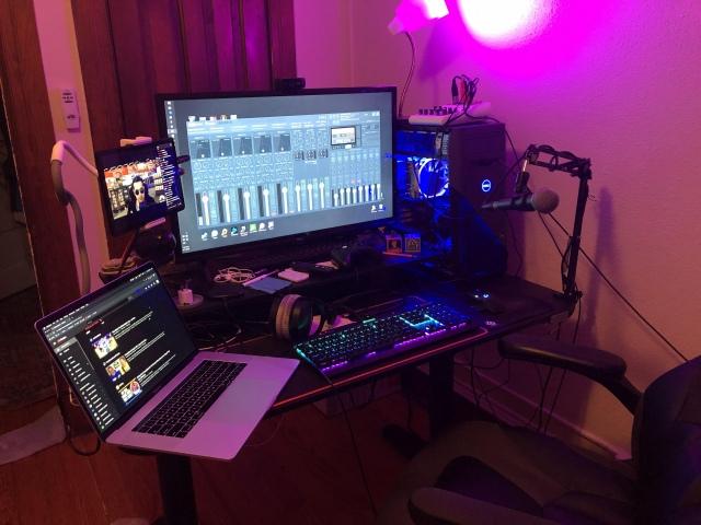 PC_Desk_166_17.jpg
