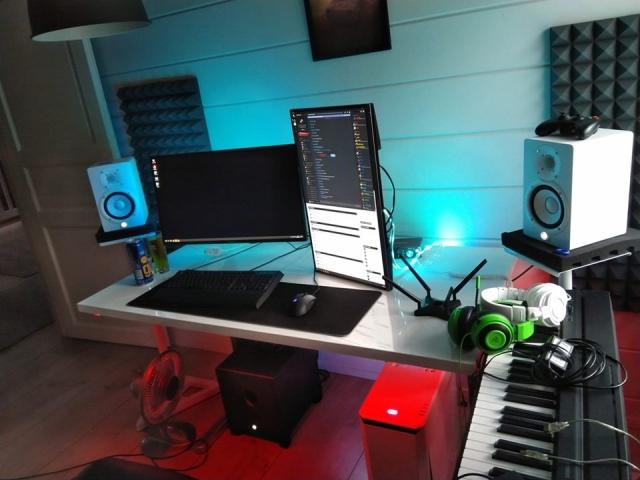 PC_Desk_166_20.jpg
