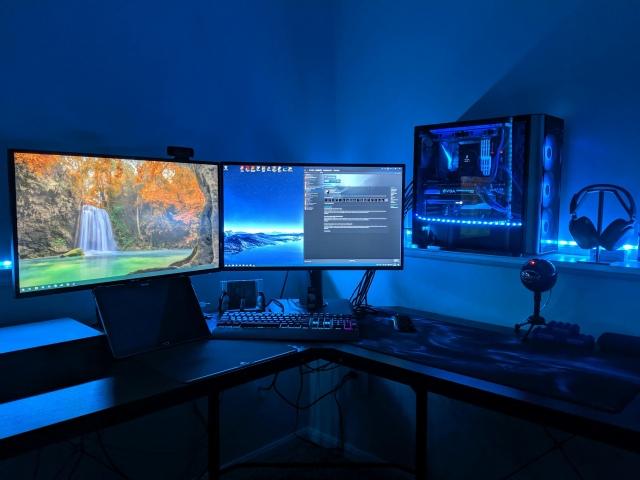 PC_Desk_166_67.jpg